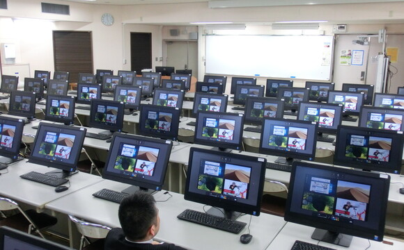 WolfVision Cynap: simultaneous multimedia streaming and recording to 70 computers at Okayama University, Japan.