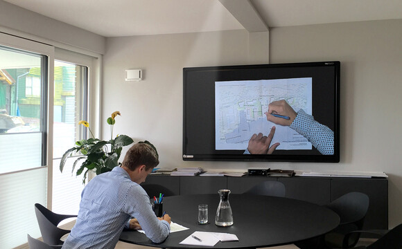WolfVision Cynap and VZ-C6 Visualizer – the perfect combination, meeting all requirements for customer and supplier discussions.