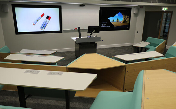 WolfVision document cameras at University of Warwick, enabling on-screen display of live materials in the classroom.