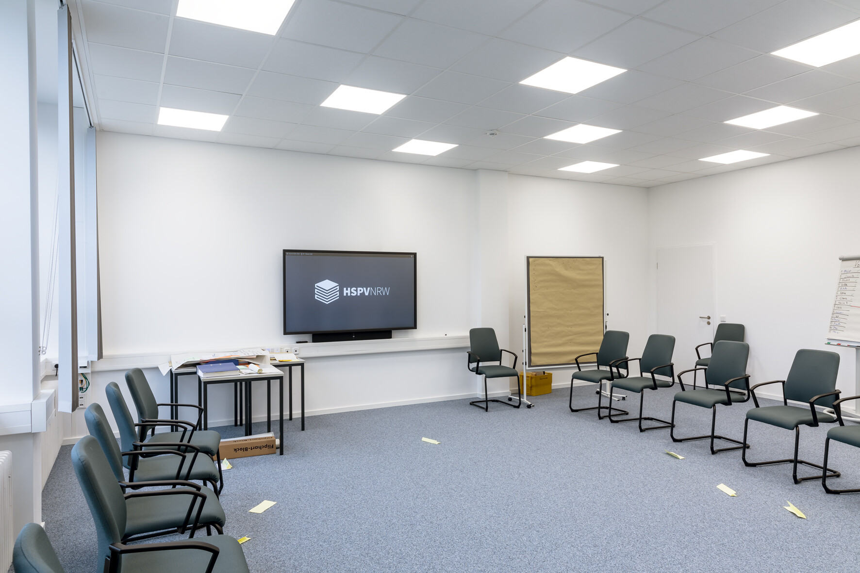 Smaller groupwork rooms are equipped with  Cynap Core units to facilitate app-free dongle-free  BYOD wireless presentation. Photo: Copyright Jörg Küster
