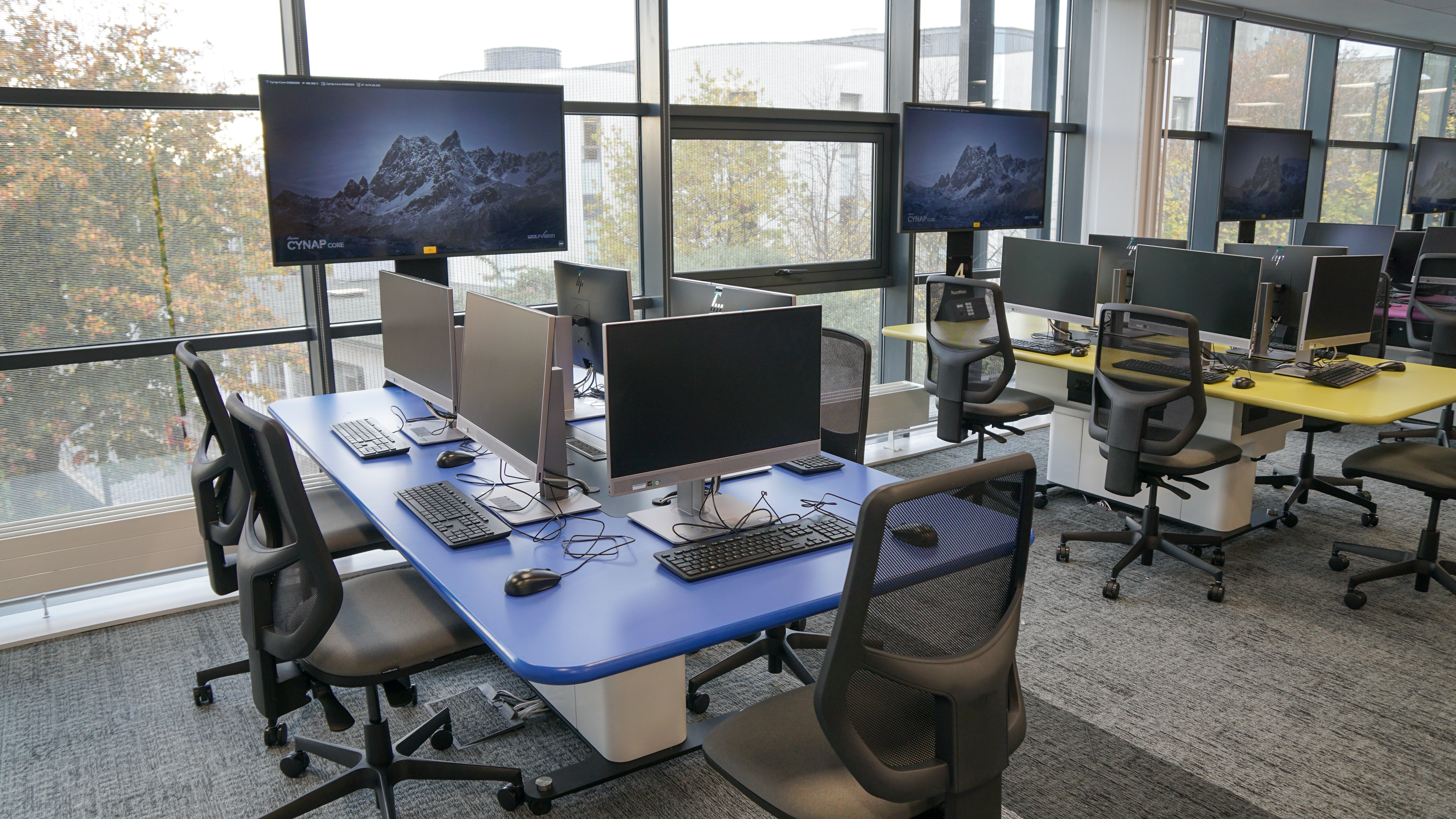Cynap Core-equipped student workstations